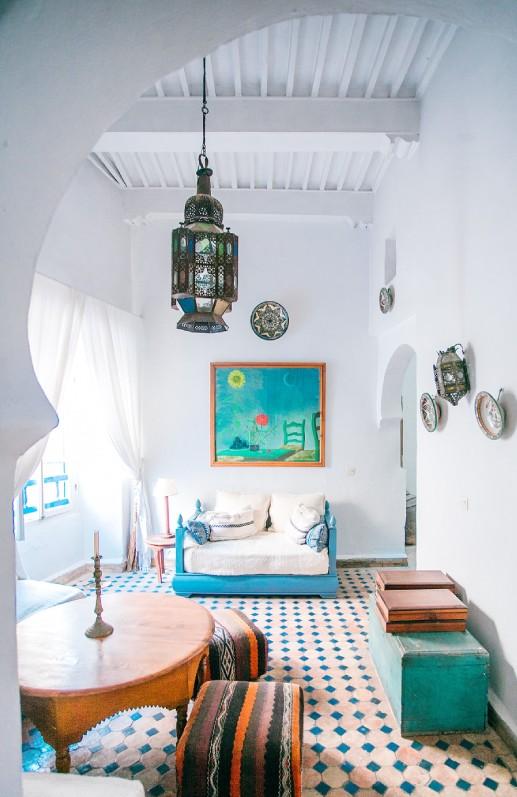 Salon coloré meuble indien
